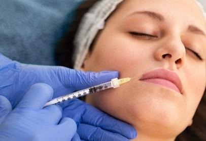 Lip flip ….jak může botulotoxin zlepšit váš úsměv