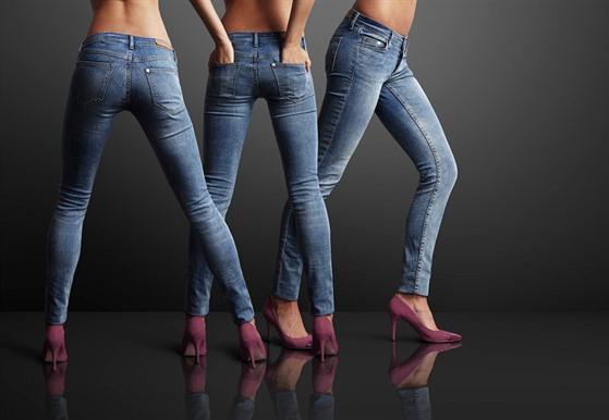 >Úzké kalhoty stlačují žíly – vysvětlí MUDr. Derflová