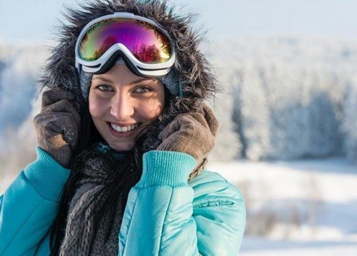 >Pleť nemá zimní dovolenou. Na horách jí věnujte maximální péči