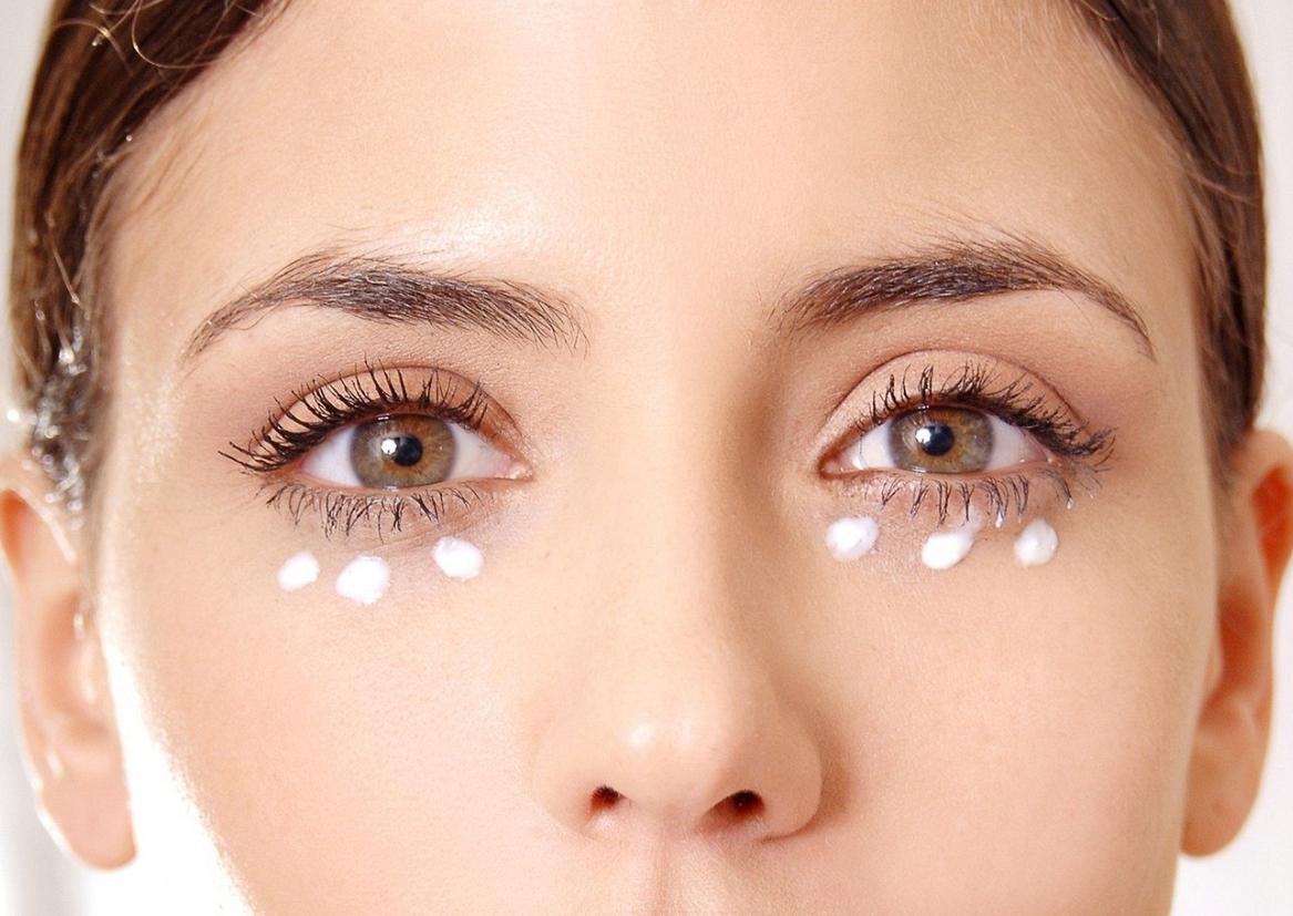 >OnaDnes - Dobrý oční krém poznáte podle složení. Záleží i na správné aplikaci